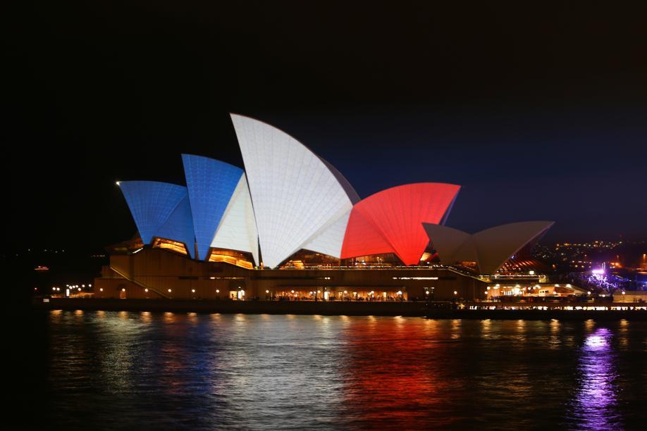 Sydney Opera House lights up in support of Paris #ParisAttacks #PrayforParis https://t.co/X2iFRUqYgx https://t.co/VgZ2ttQhKx