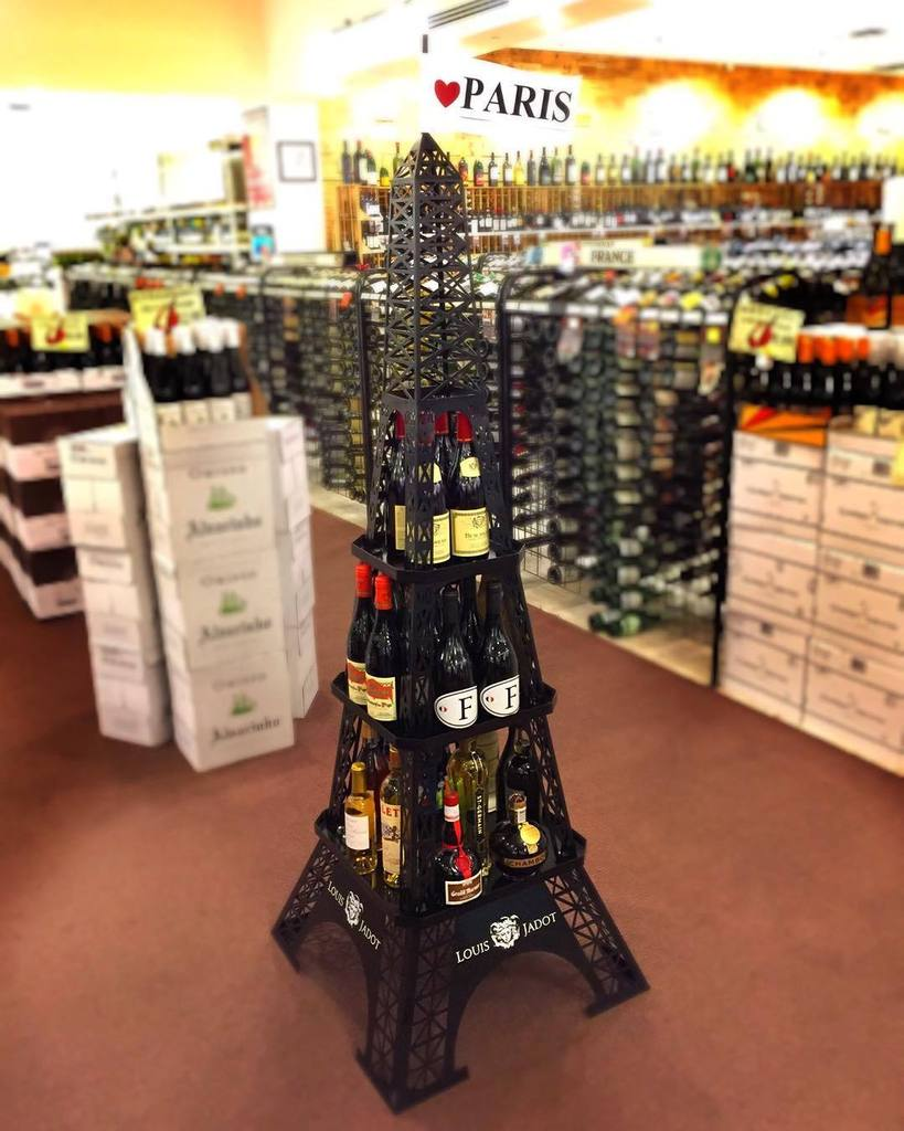 Support the French with your favorite beverage. Thanks for the display @lovejadot #jesuisp… https://t.co/fuj4HWjbXK https://t.co/Wu3IFBv4AV
