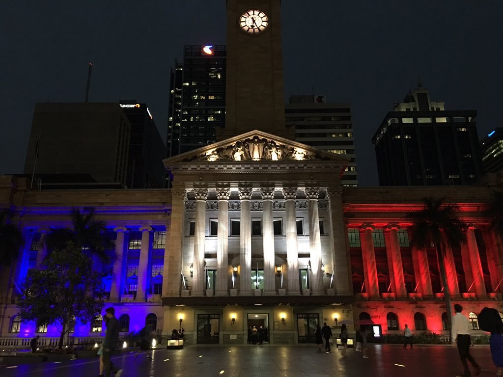 Brisbane City Hall in red, white and blue in solidarity with France. #Prayers4Paris (pic via @Team_Quirk ) https://t.co/hjsOFGWoYE