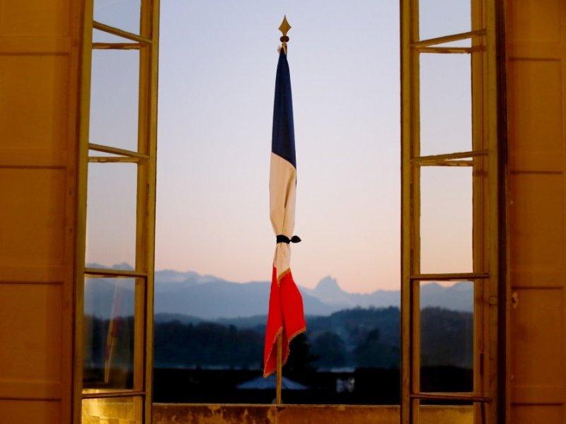 Thumbnail for Attentats à Paris 13 novembre 2015. Communication de l'Ambassade France en Roumanie