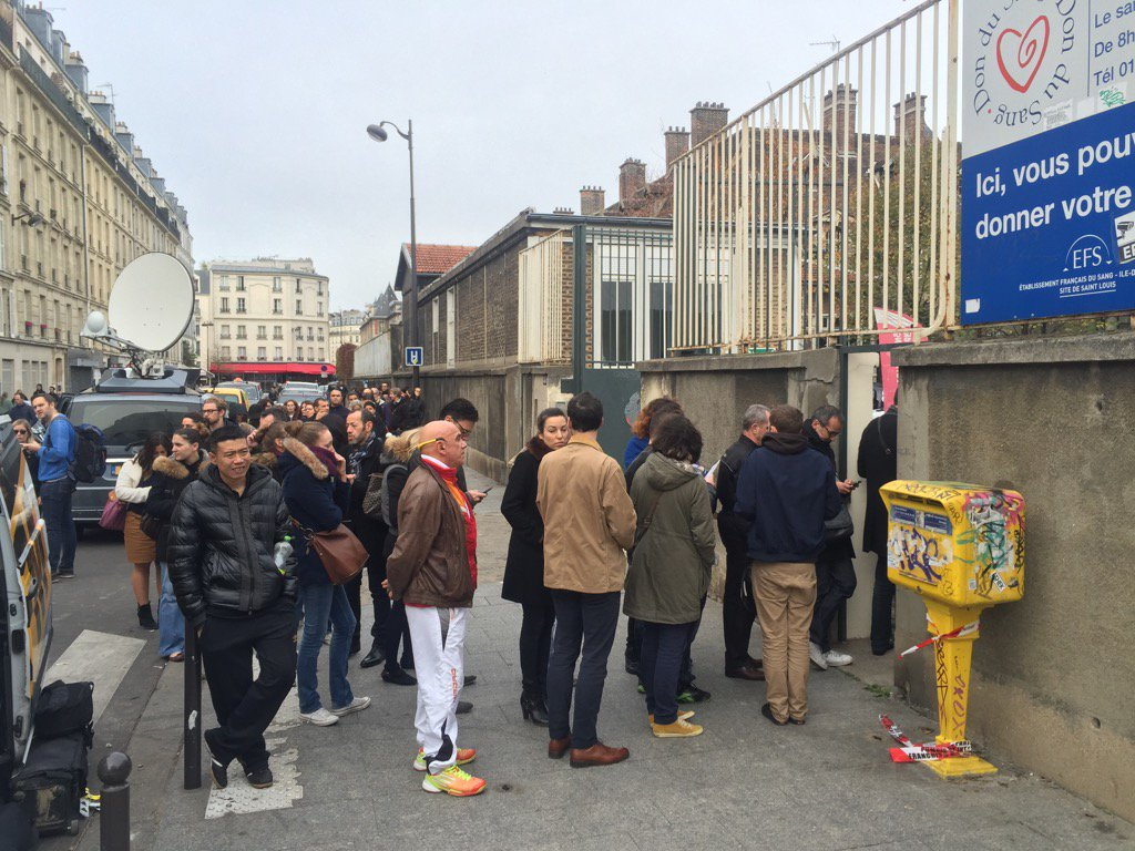 People are queuing in the streets of Paris to give blood after deadly attacks killed at least 127