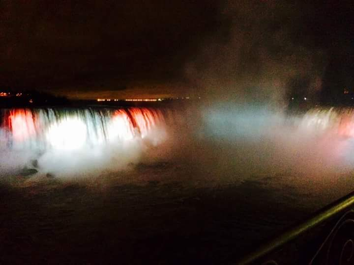 When the City of Light goes dark, the whole world lights up in support. #PrayforParis #NiagaraFalls #NiagaraFallsUSA https://t.co/8kLaOJiBNT