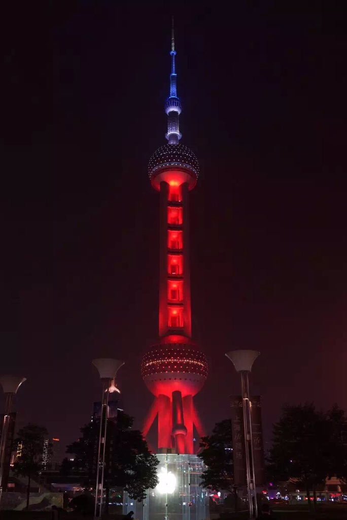 Shanghai lights up for Paris #ParisAttacks https://t.co/LCQ4lgJQug
