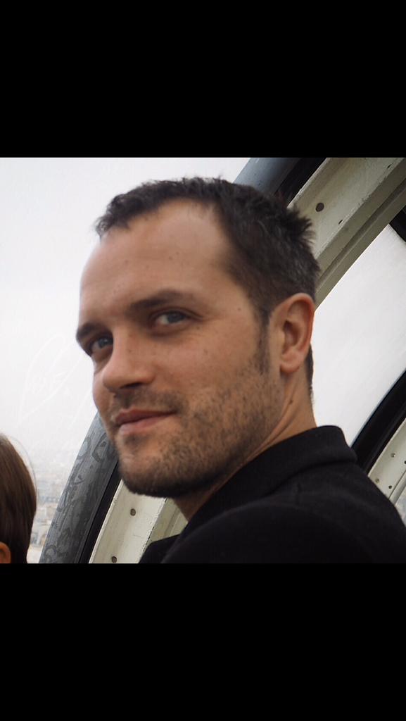 #Bataclan #rechercheParis Matthieu Giroud né le 24/09/77, cheveux bruns, yeux bleus, 1m84, grain beauté sur le crane https://t.co/nWgRXbADdv