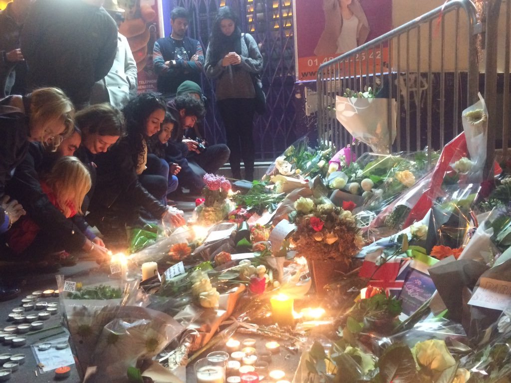 Children among those lighting candles at memorial near #Bataclan for #ParisAttacks https://t.co/jfEUWnDTLV