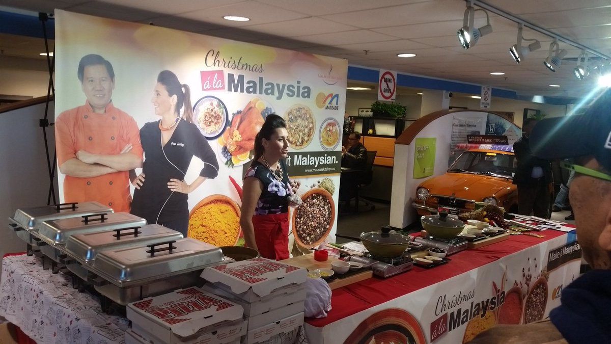 The show is on! #ChristmasAlaMalaysia #MalaysiaInYourHolidayMenu with @GinaKeatley