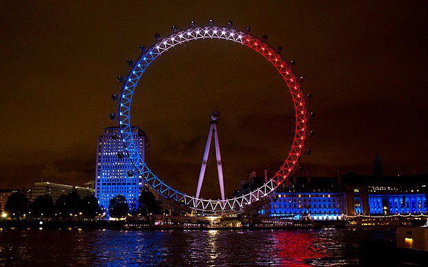 Fantastic show of support from london. Our thoughts go out to those in Paris at this time. https://t.co/okBCxhg6Yj