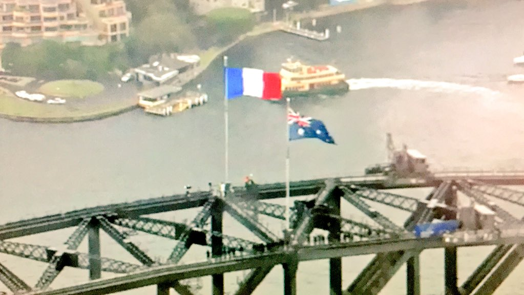 The French Flag is flying above the Sydney Harbour Bridge. https://t.co/kF8SND97Jp