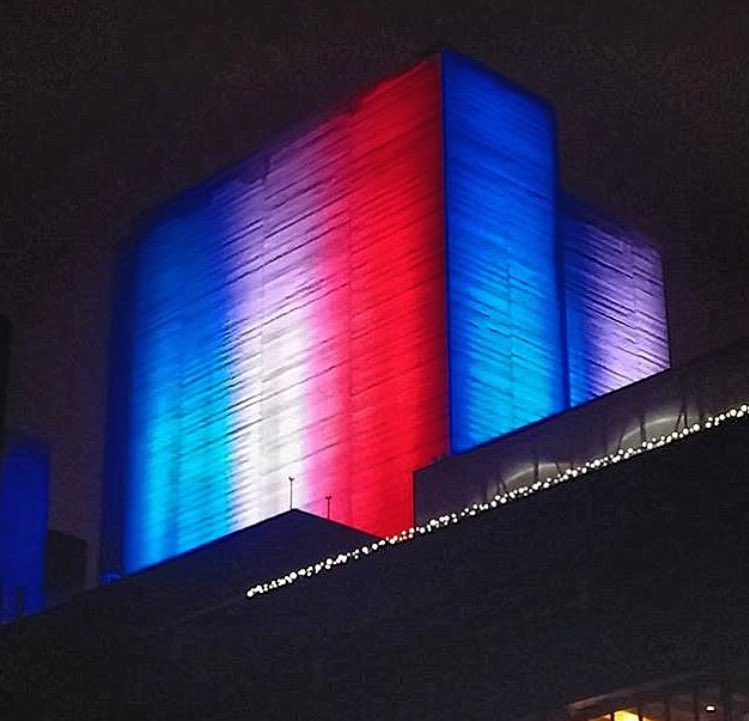 Tonight @NationalTheatre turned its lights blue, white and red, in solidarity with Paris and France. #ParisAttacks https://t.co/3hRt6LVl5b
