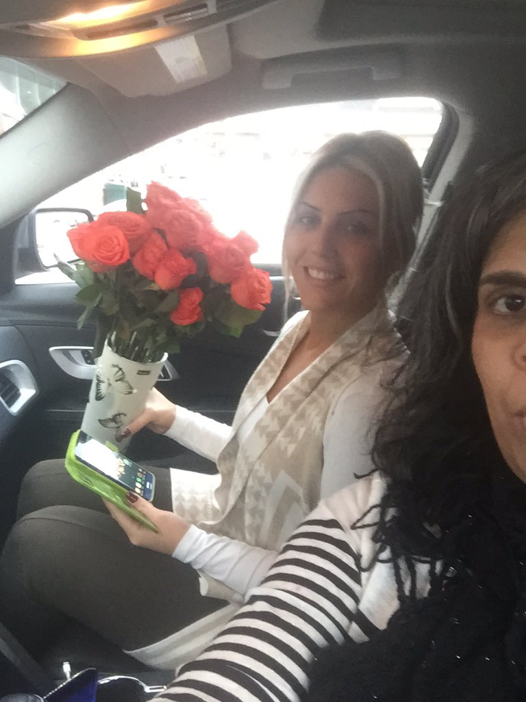 Built-in #Chevy4G LTE Wi-Fi means easy delivery of roses 2 a special someone. FaceTime as we deliver 🌺's #mmchevy https://t.co/PJg0xX9M4S