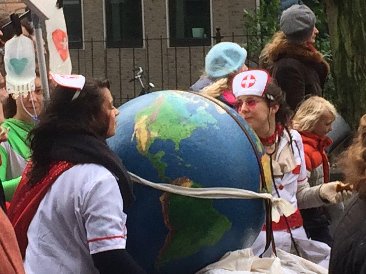 De aarde in goede handen #klimaatparade https://t.co/17bHoTYdui