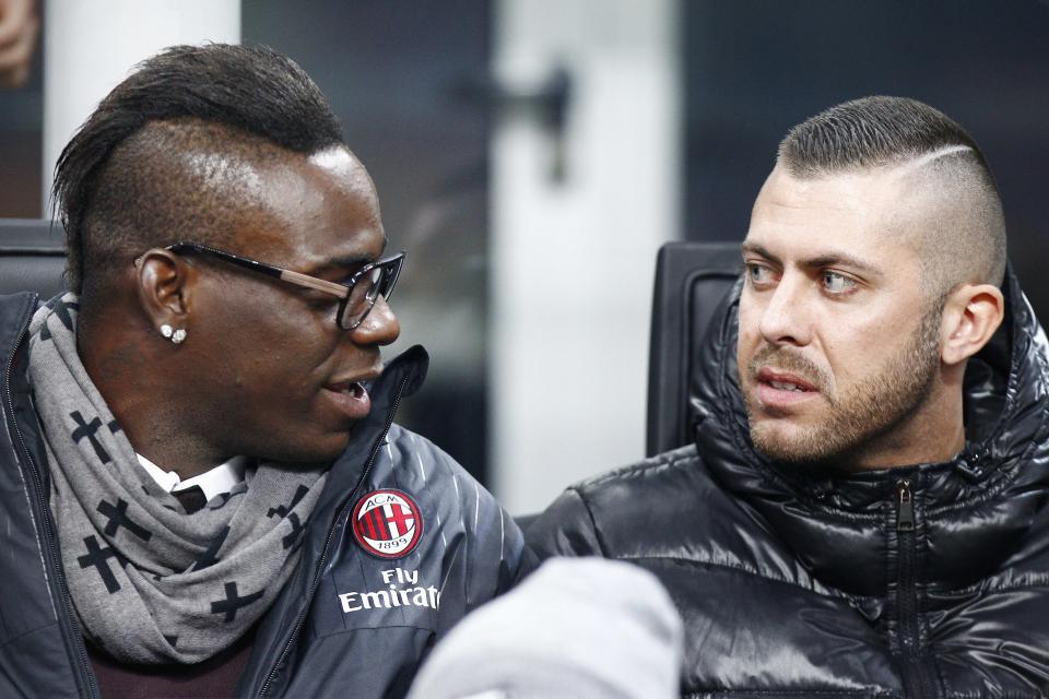 Niang chấn thương: Balotelli hay Menez?