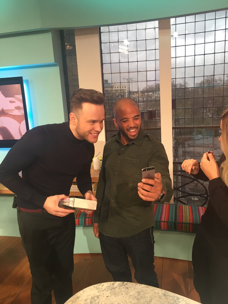 Andrew ,(Milky), facetimes his mum with @ollyofficial during @SundayBrunchC4 ad break 👊 https://t.co/yFpaIne49s