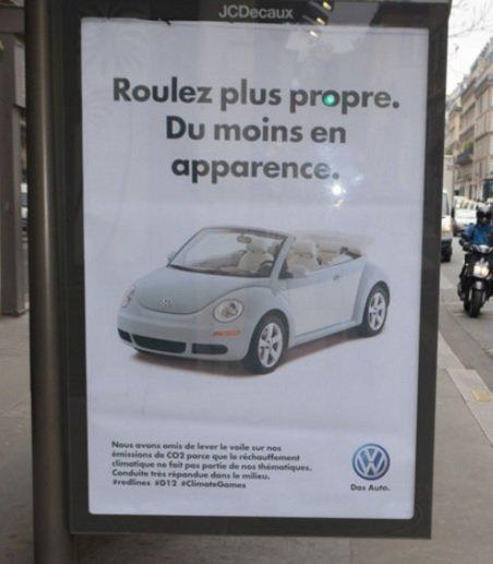 De fausses publicités dans #Paris pour épingler les sponsors de la #COP21  https://t.co/GUa7bbH0HZ https://t.co/SpYPgPdUzJ