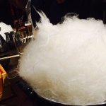 【ふわっふわ】綿あめがすき焼きに変身する演出がニクい!