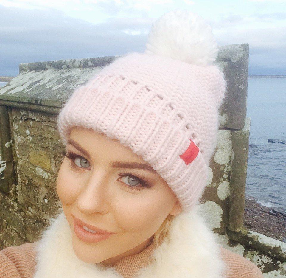 Chilly winter days. Rocking my @Matalan @AlderHeyCharity bobble hat #ImABobble https://t.co/fVx5cK5DXK