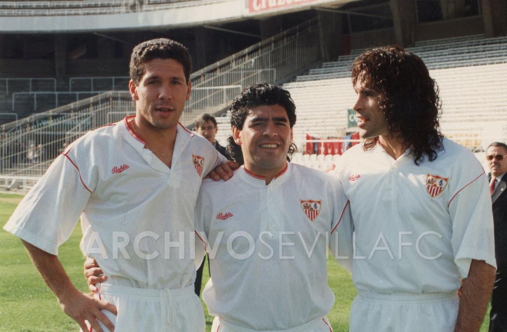 ¿Cuánto mide Diego Armando Maradona? - Altura - Real height CU18Wg5WoAAs9Qs