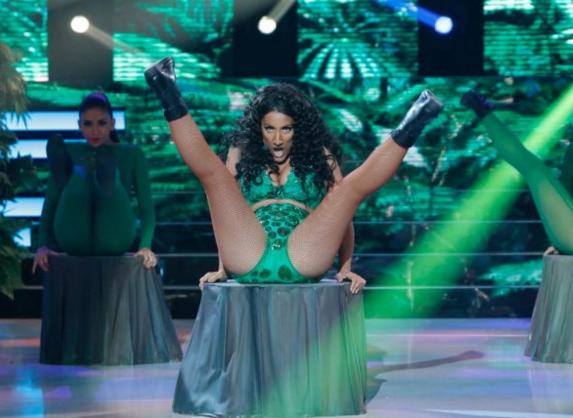Nicki Minaj » Covers, versiones, parodias, imitaciones... - Página 3