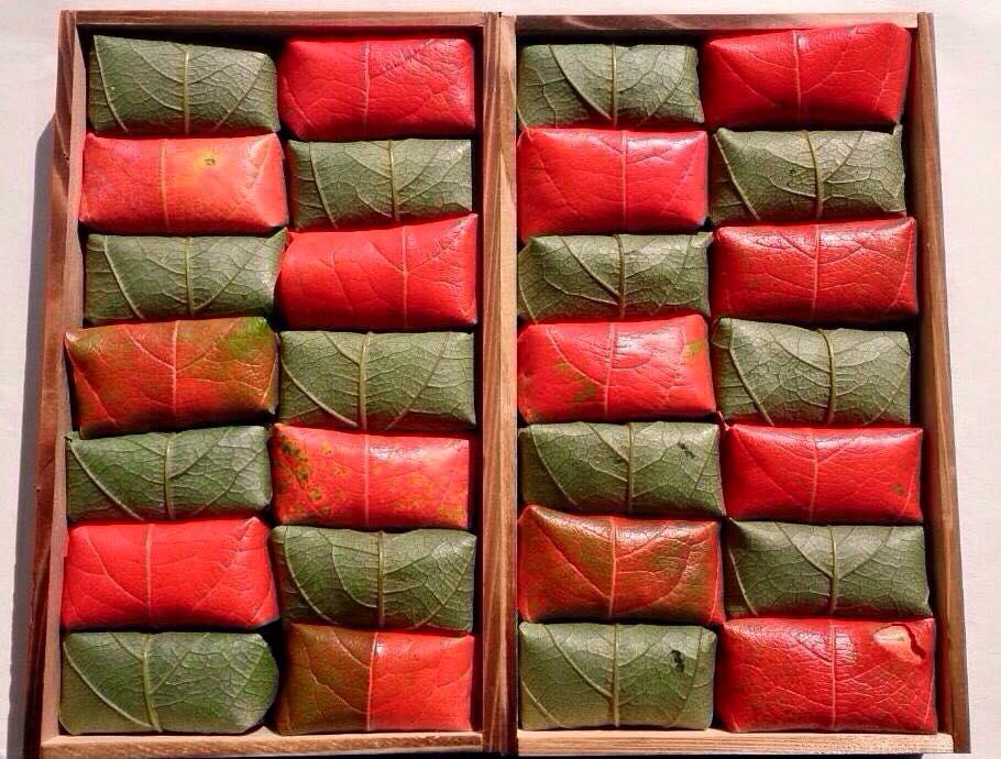 (承前)『柿の葉すし 山の辺』の紅葉バージョンはこんなふう。 https://t.co/KgFOO40jYN