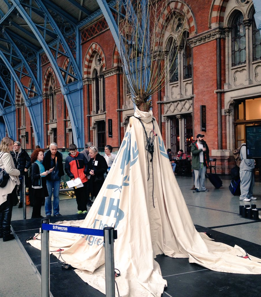 She presides in St Pancras, inspiring & informing passengers bound for #COP21 #climatechange #Dress4OurTime https://t.co/spsT8qHeB0