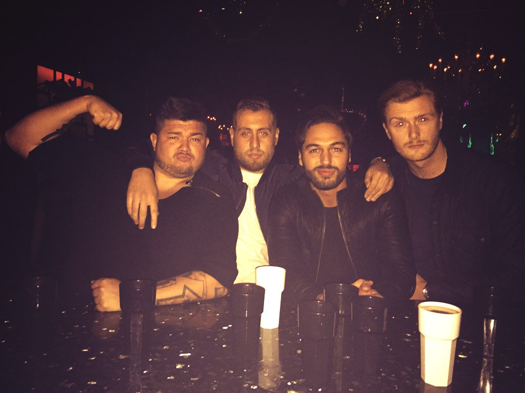 RT @harry_cullum7: Out with @Mario_Falcone  and @BigFenOfficial  having it off https://t.co/wl1sdDiuRr