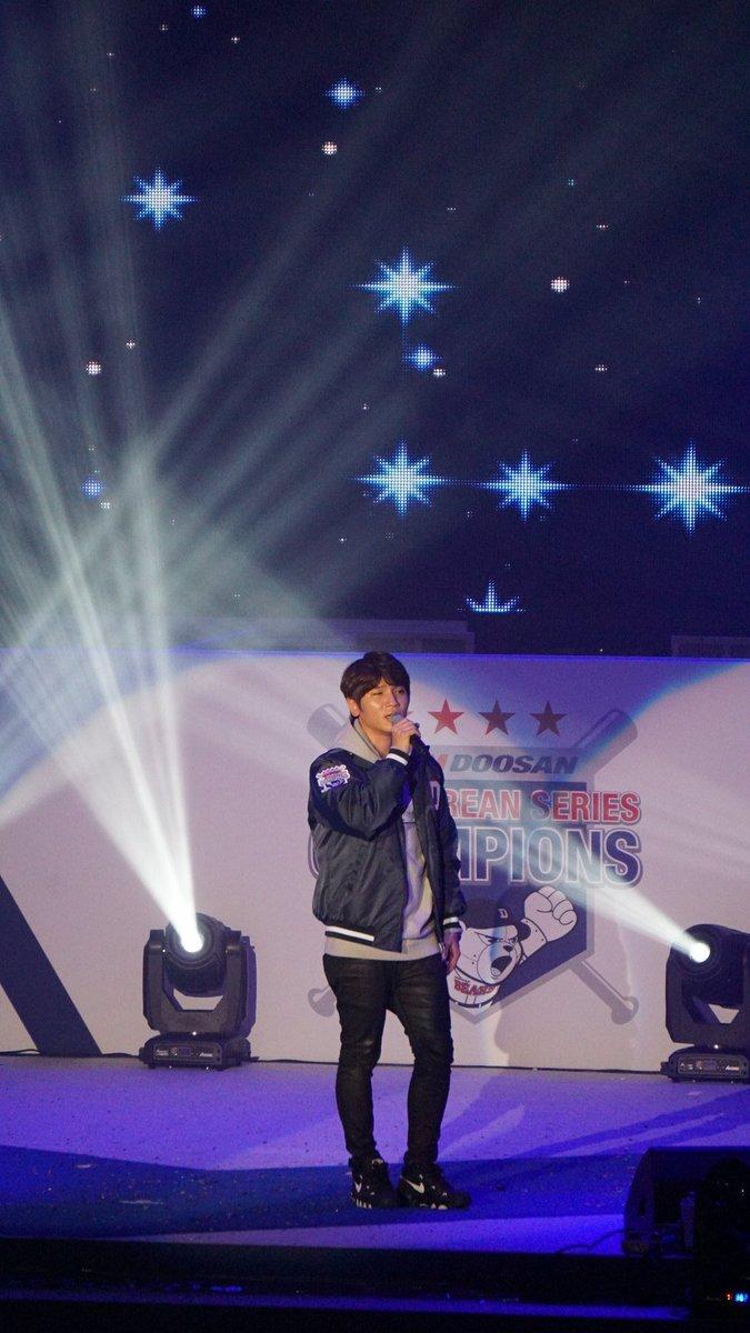 두산 초골수 팬, 케이윌, 윌이 형! :) #2015한국시리즈_우승_기념_팬페스트 https://t.co/kjk7vUApA0
