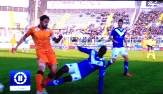 Il momento esatto dell'infortunio a Daniele Dessena in Brescia-Cagliari 4-0