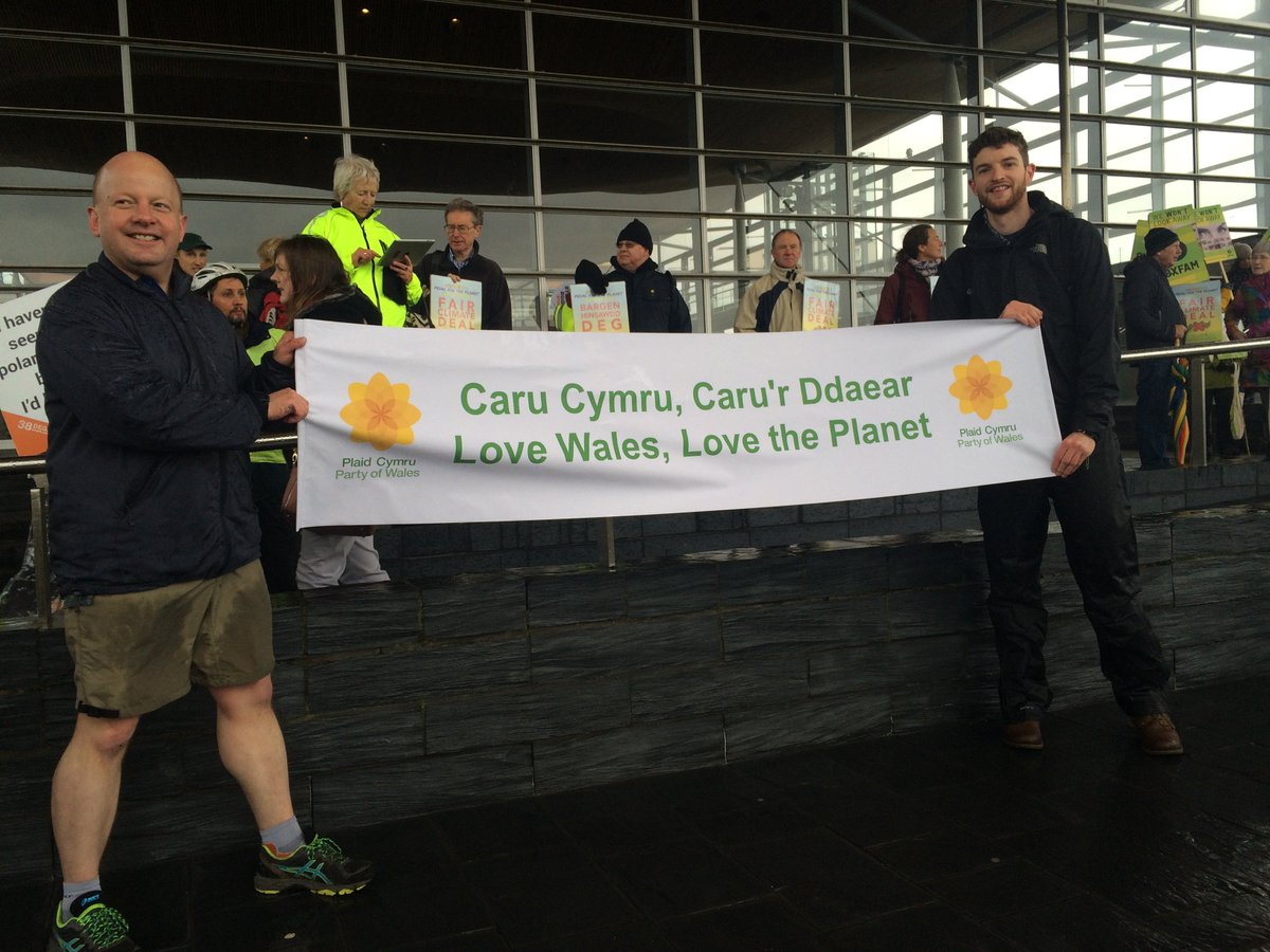At the @SCCCymru rally after pedalling for the planet to the Senedd - rally more successful than my shorts! https://t.co/KCzJuhdR8z