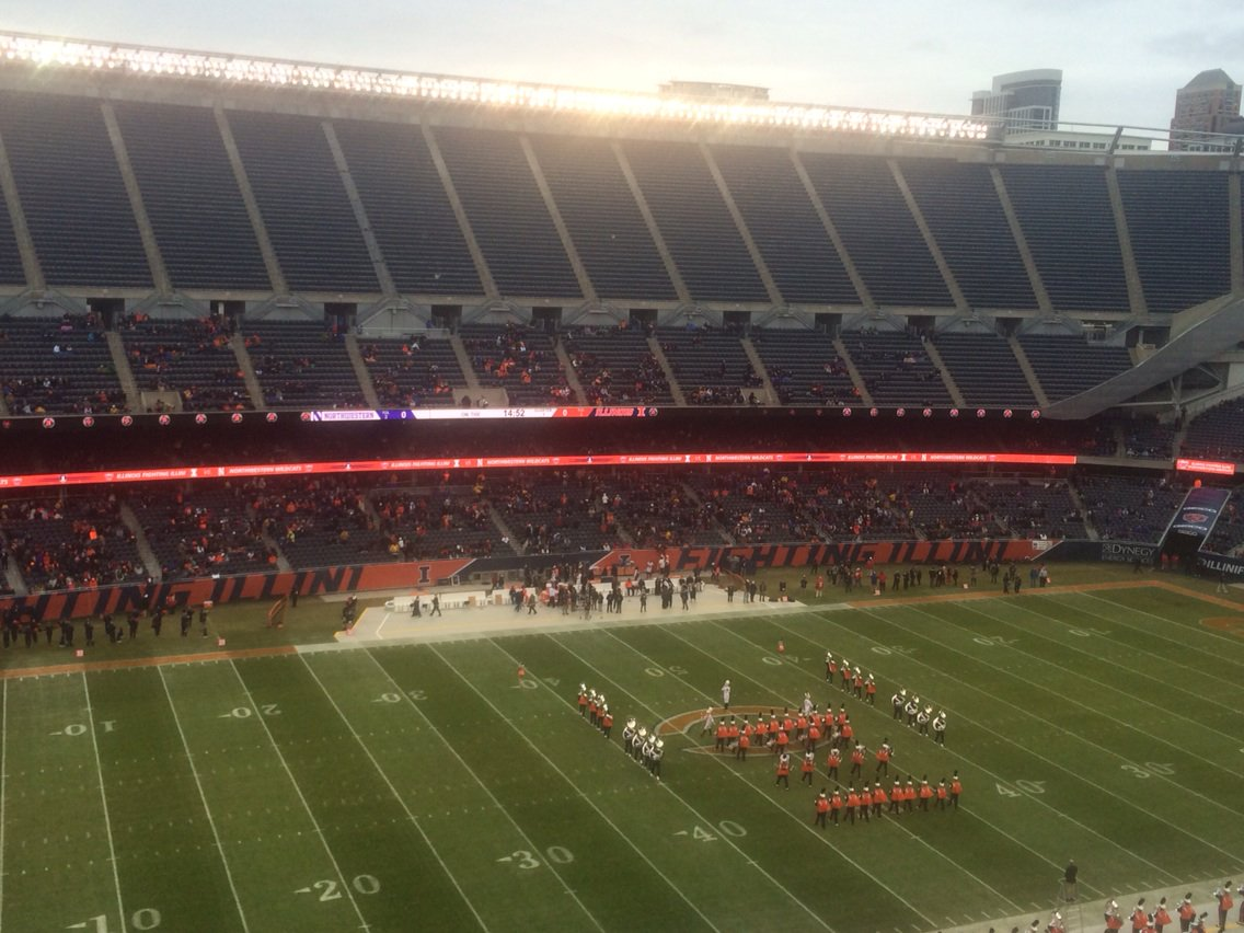 Soldier Field not exactly packed 15 minutes before kickoff #Illini #Northwestern https://t.co/K0Yjg1hj9e