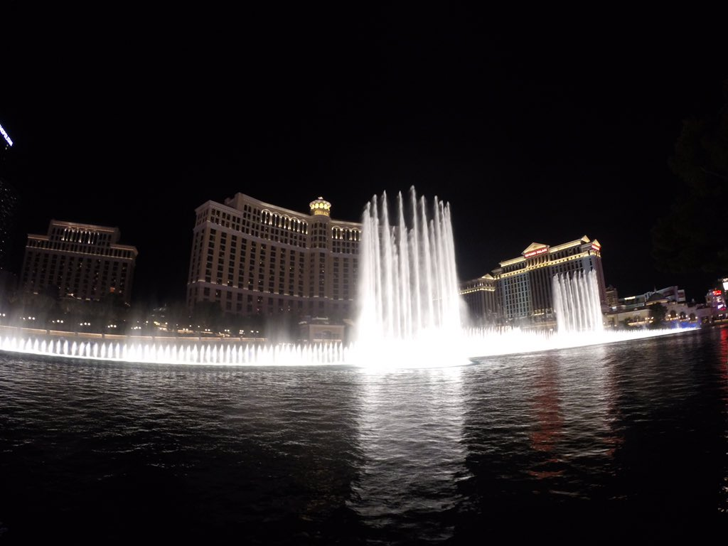 .@Bellagio fountain show is a symphony on water! Always stuns.