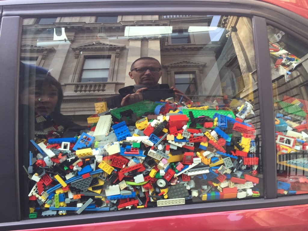 Visiting London's drop off point for Lego to @aiww at @royalacademy yesterday. #legosforweiwei https://t.co/yalX00MOZ4