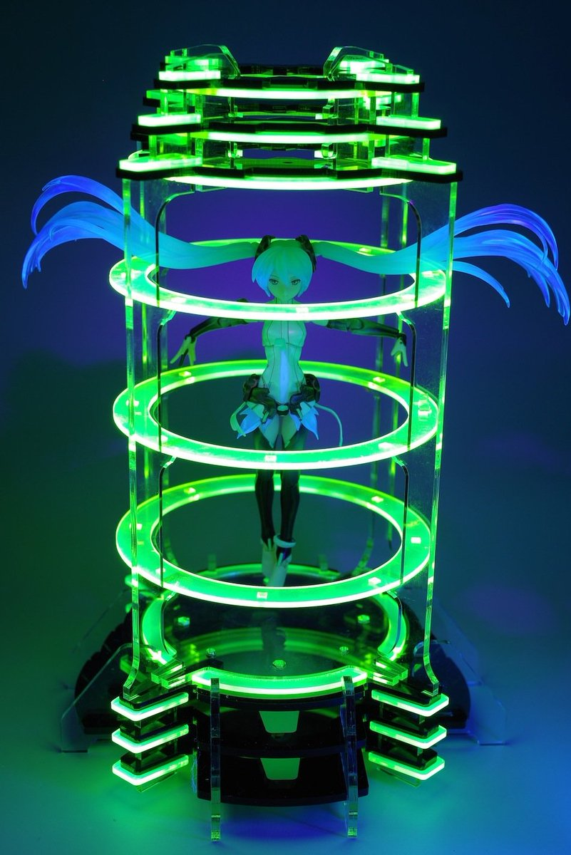 """11/22AKガーデン新作""""サイバーポータル""""。入るとワープしたり回復したりする感じの台座(?)です。ブラックライトでがっつり光ります。F07/08""""UnderConstruction""""にて予価12000円! #akgarden https://t.co/U2XhoruIcG"""