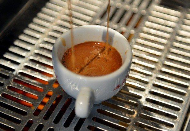 Quem toma café tem menos risco  de morrer de doença cardíaca, diz estudo https://t.co/Y4Zr3Myuzx #saúde #bemestar