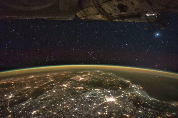 @Macheath1 @StationCDRKelly @Space_Station that's not a UFO, it's a part of #ISS https://t.co/p7b28gusDg