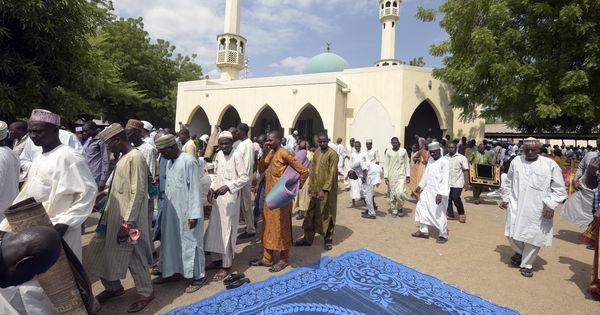 Un #attentat fait une trentaine de morts dans l'est du #Nigeria https://t.co/b8dPovdEvh