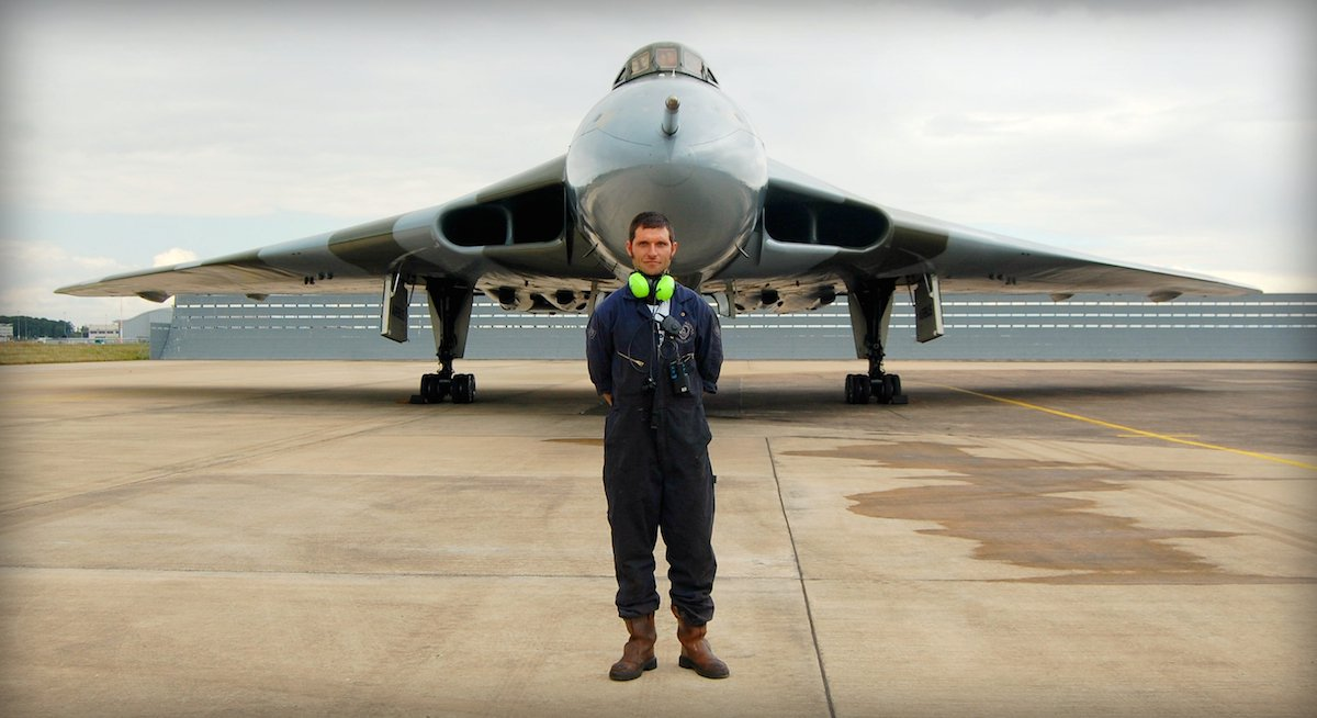 'Guy Martin's Last Flight of the Vulcan Bomber' airs Sunday 29th November on Channel 4 at 19.30 hrs. #GuyMartin https://t.co/PCeWJwZPis