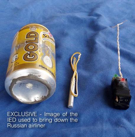 Gli strumenti usati dall'Isis per far esplodere l'aereo russo