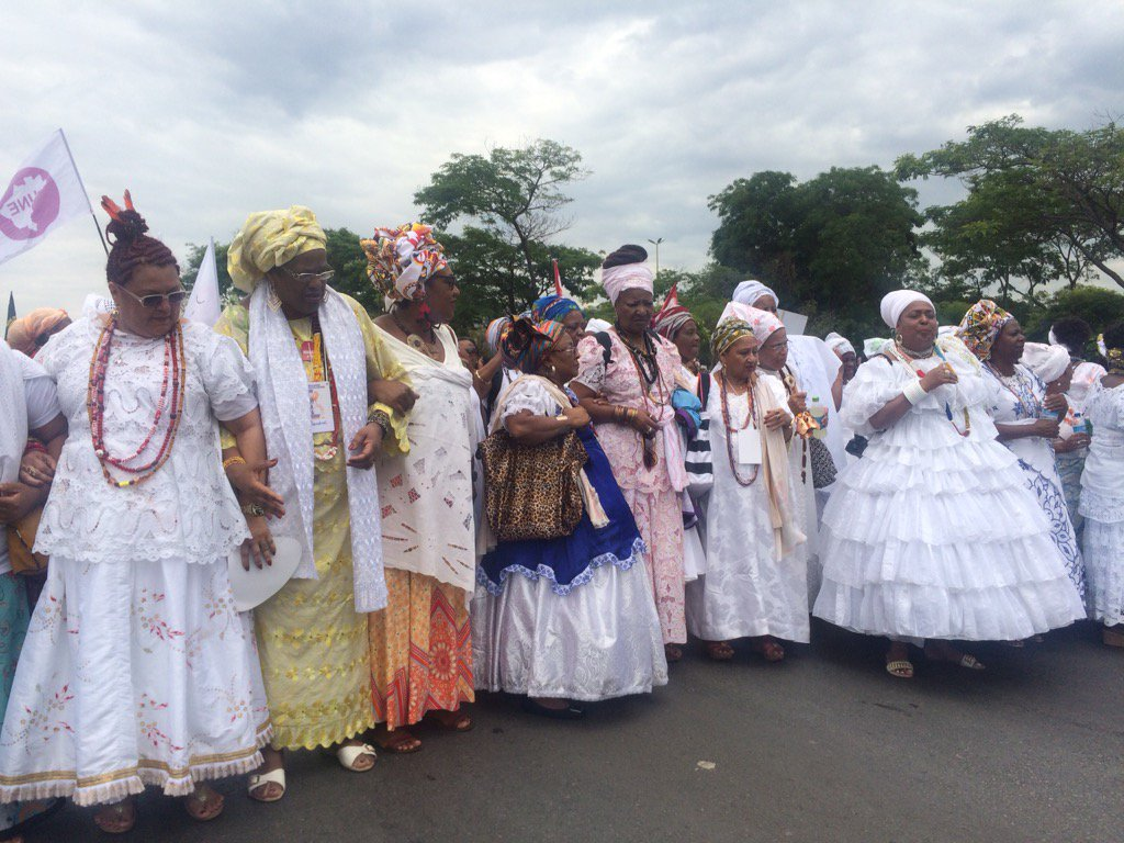 The religious women of Candomblè are leading the march. #marchadasmulheresnegras https://t.co/36HvVRt9Tc