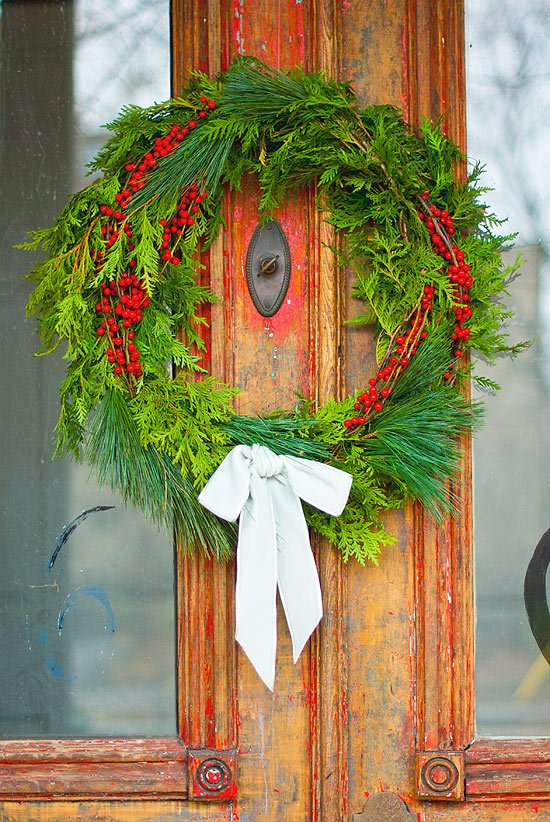 A8 A festive wreath! DIY your own this holiday season https://t.co/MN1xztU5RF #ChatWithStyle https://t.co/eV8nQYlgYx