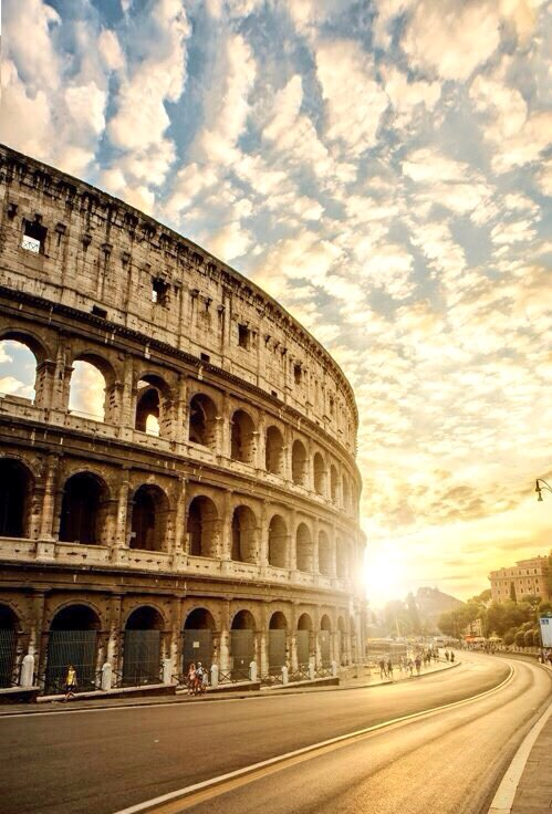 #tramonto #favoloso #collosseo coccolato#Roma we you!!!!pic.twitter.com/raRxXvsNPz