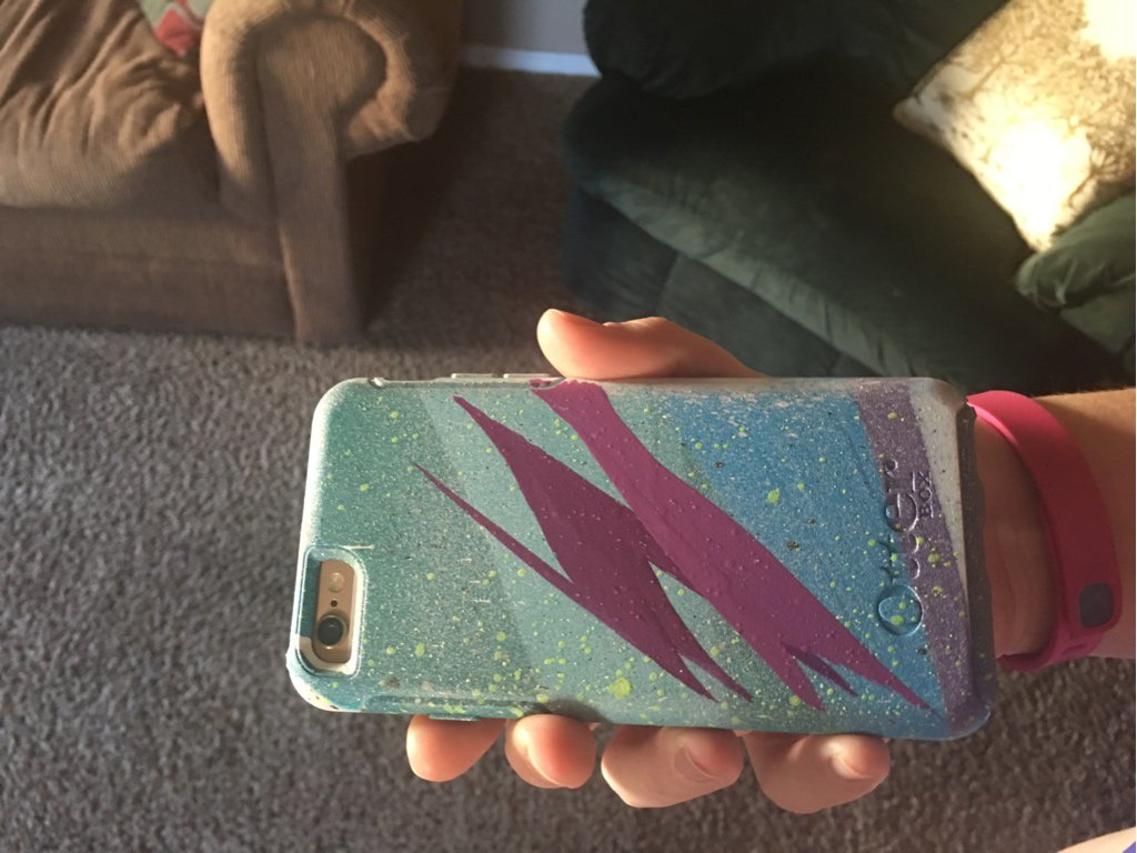 Thanks @OtterBox and @Seeoneart! The wife absolutely loves the case! #OneOfAKind https://t.co/4bRBM9jZ0M