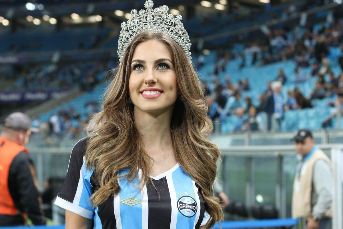 Parabéns, sua linda!!! #Grêmioooooo #MissBrasil2015 https://t.co/1VuAfs0heJ