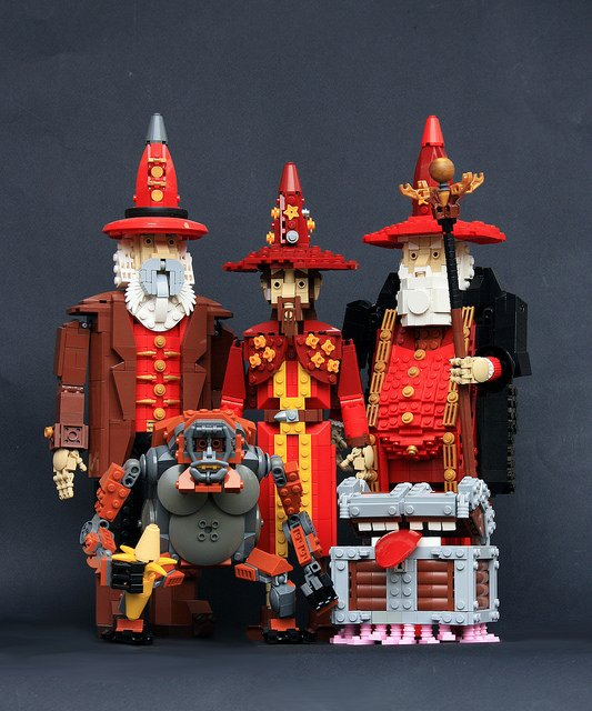 Gorgeous lego Discworld characters. Particularly love the Luggage: https://t.co/YcfavNJGlo https://t.co/4BVOKw3tWk