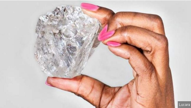 'Biggest diamond in a century' found in Botswana at 1,111 carats, mining company says https://t.co/CDsDzZvxBg https://t.co/KjZfisnlMM