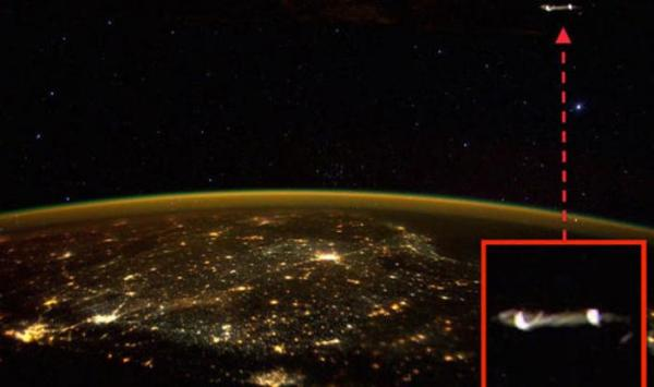 Did you spot this UFO in Scott Kelly's photo of South India?@CatchNews https://t.co/xtNlkMDPrC @StationCDRKelly https://t.co/wynuzyTcD4