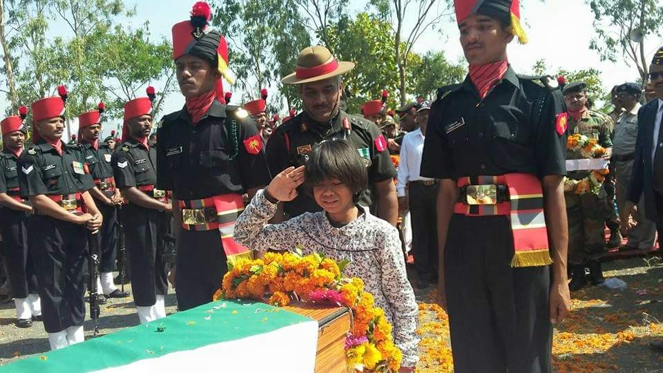 A tearful farewell to Col. Santosh Mahadik, SM from his daughter.  Jai Hind. https://t.co/8fBCOggajw