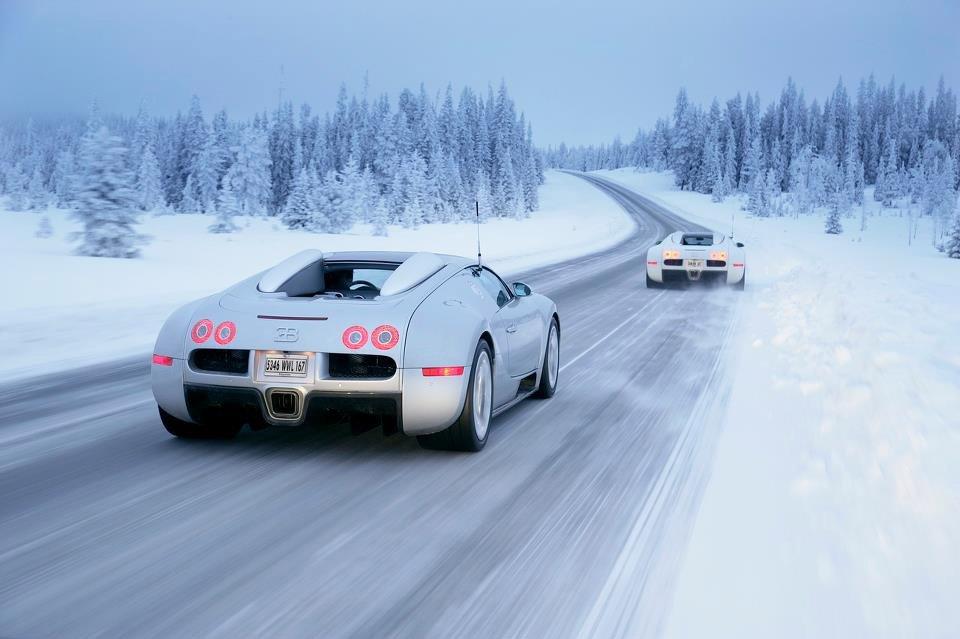 Bugatti Veyron at winter boulevards https://t.co/X1kgG1ykZF