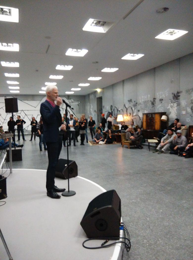 Graffiti, Lounge und Rein Wolfs: die #BundeskunstHallOfFame @bundeskunsthall wird eröffnet https://t.co/8ISOGo1u1Q