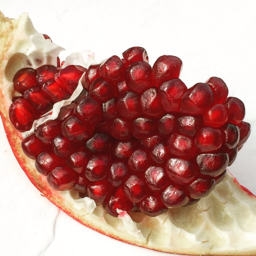 Lots of work but worth it!  #SuperFood #Pomegranate #health #fitness #cleaneating #nutrition #yummy https://t.co/zof7ji1s5y