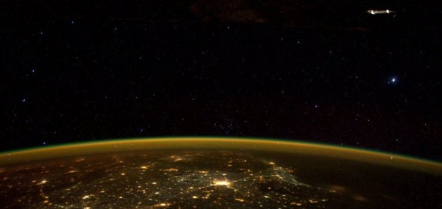 UFO can be seen at the top right Image Credit: NASA / Scott Kelly #star Southern India @space_station! #YearInSpace https://t.co/jCAyT1KINE